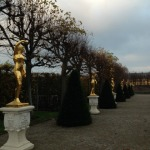 gold statues1