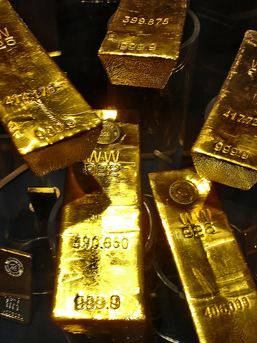 gold fired why is everyone buying gold enemy of debt
